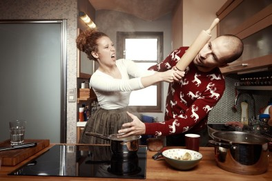 couple-fighting-in-the-kitchen